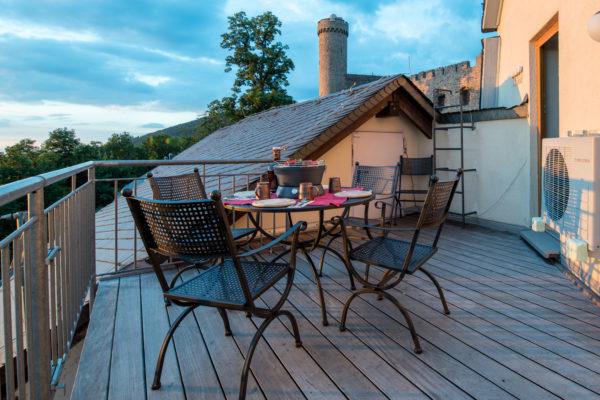 Zur Ferienwohnung Nibelungenland gehört diese Terrasse
